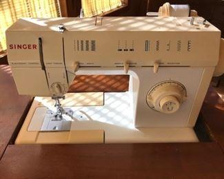 Singer heavy duty sewing machine model 5825c