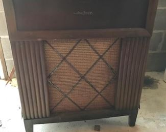 RCA stereo/record player cabinet