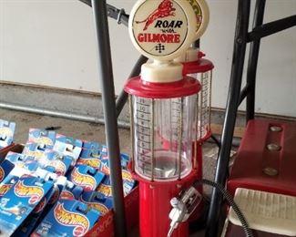 Oil pump toy