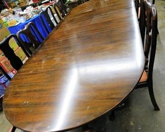 Super solid mahogany signed  Hinkle Harris queen Anne table has 4 original leaves