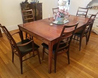 Wonderful dining room set with 6 chairs