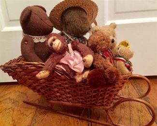 Vintage and antique stuffed animals ... we have some Steiff here.
