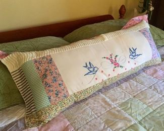 Embroideried pillow