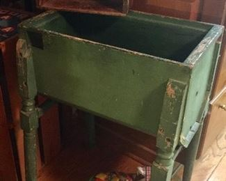 Primitive green washing machine base! This is just too awesome in my humble opinion!