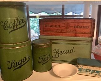 Beacon Cream cheese wooden box, green metal canisters