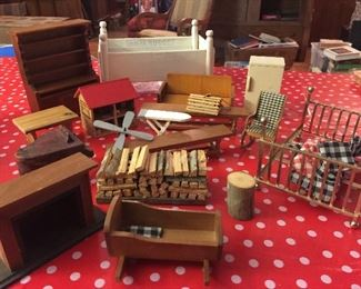 Lots of miniatures at this sale...here are a few