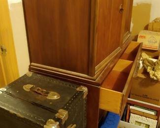 Dresser, Trunk