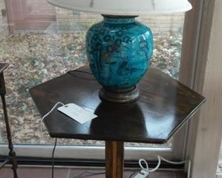Cute table and lamp!