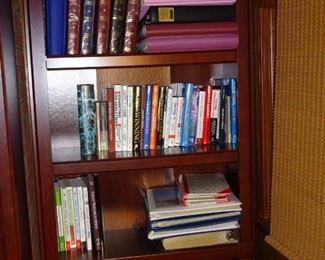Book shelf with 4 shelves