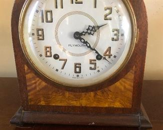 Mantle clock with key