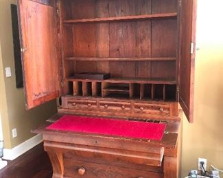 Plantation desk with open arms has nothing to hide