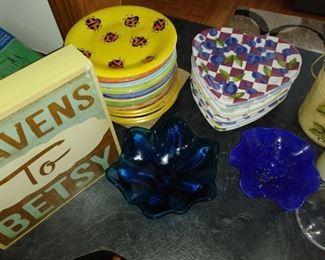 Sets of dessert plates