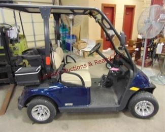 2012 E-Z-Go Golf cart 1141. miles,w/ built in charger, top, windshield, lights, turn signals, mirrors, alum wheels, Hi/Low Speed, digital speedometer, Nice clean golf cart Runs/Works (4 NEW batteries purchased & installed 11/19/19)