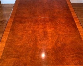 Stunning Henredon dining room table w/2 leaves and pads - small drawer on both ends