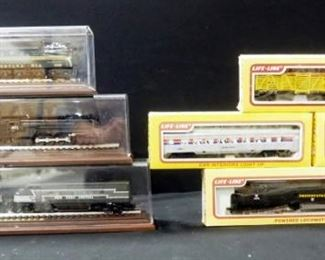 Collection Of Hallmark Great American Railways 20th Century Series Trains In Cases(See Descrip), Qty 3 And Life-Like HO Scale Cars, Qty 4, Total Qty 7
