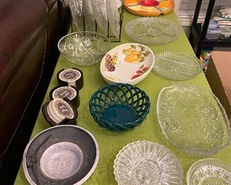 SERVING DISHES, TRAYS AND PLATTERS