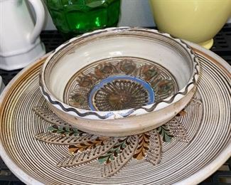 POTTERY BOWL AND PLATE SET
