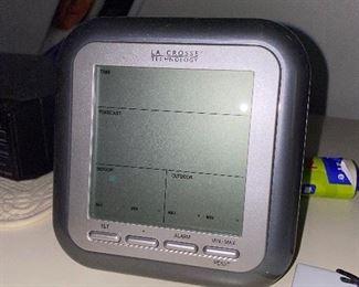LA CROSS TECHNOLOGY WEATHER STATION