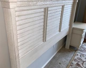 Universal Furniture Bedroom Set King Size Headboard  2 Nightstands  5 Drawer Dresser