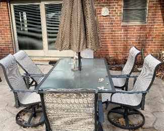 PATIO FURNITURE -TABLE WITH 6 CHAIRS AND UMBRELLA
