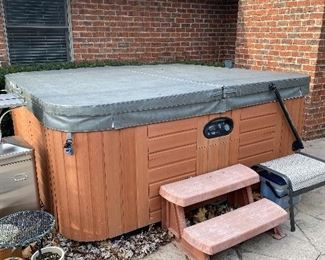 GRANDEE SPA HOT TUB WITH NEW COVER-RETAIL PRICE $9,000