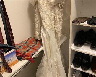 WEDDING DRESS- SIZE SMALL