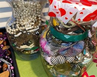 JEWELRY JARS FOR ARTS AND CRAFTS