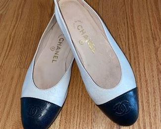 CHANEL LEATHER FLATS - SIZE 37