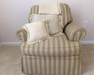 Very Nice Armchair https://ctbids.com/#!/description/share/285148