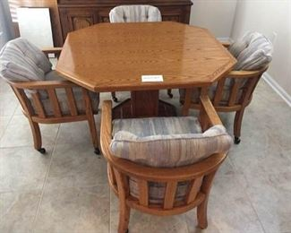Dining Room Table with 2 leafs https://ctbids.com/#!/description/share/285156