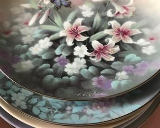 Collectible floral flower plates