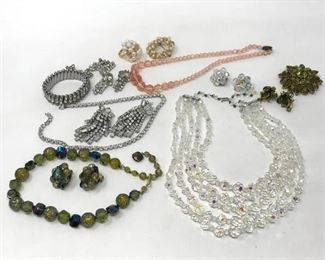Vintage Costume Jewelry https://ctbids.com/#!/description/share/283926