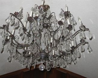 GORGEOUS LARGE CRYSTAL CHANDELIER