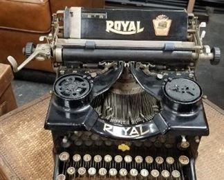 Antique Royal #10 1923 Typewriter double window