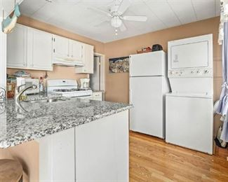Cute, clean white kitchen. Gas washer/dryer combo