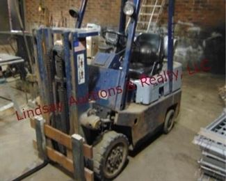 "Datsun mod: CP502A25 4500 lb Propane Warehouse Forklift w/ tank, 05810. hrs, machine weight 8300. lbs, short mast, height 81"", forks 5' long, Runs/Works"