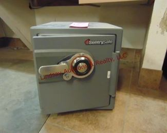 "Sentry safe 16"" x 17"" x 18"" (NO COMBO) Open"