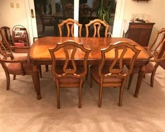 Beautiful Dinette and 6 Chairs