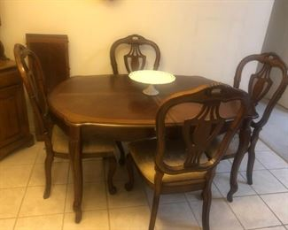 Dining table & 4 chairs with leaf