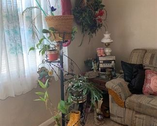 Spiral metal plant stand