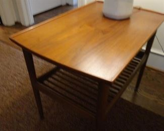 Mid Century Modern Side Table 18x28x22