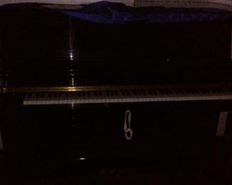 Full Size Picture of Otto Altenburg Gloss Black Piano.