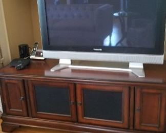 Flat screen TV and TV cabinet