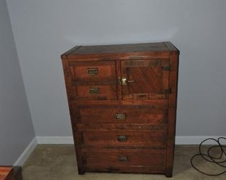 Young Hinkle Chest of Drawers- Windjammer or Dixie Clipper ship style
