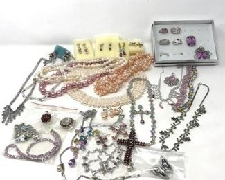 105 Wow! Costume Jewelry https://ctbids.com/#!/description/share/288519