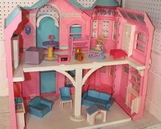 Childs Barbie Play House with Accessories and Barbie's  Auction Estimate $20-$50 – Located Glassware