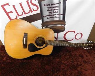 Yamaha FG 335 Guitar