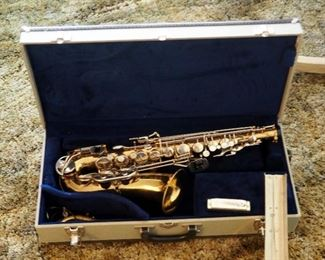 Selmer Bundy II, Alto Saxophone In Felt Lined Case Includes Harmonica And Sheet Music Stand