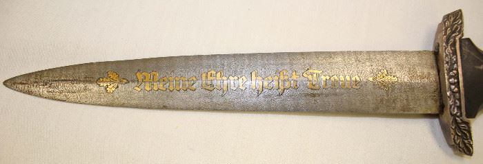 Lot 17: WWII German SS 1936 presentation dagger with leather cover scabbard makers mark P.D. Luneschloss, Solingen, damascus blade – right markings – extremely rare – authenticity unverified – looks good – must inspect
