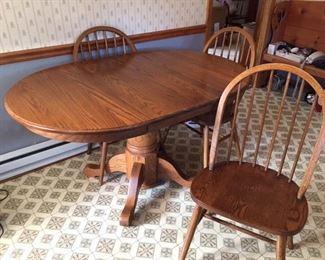 Oak table/1 leaf, 4 chairs.